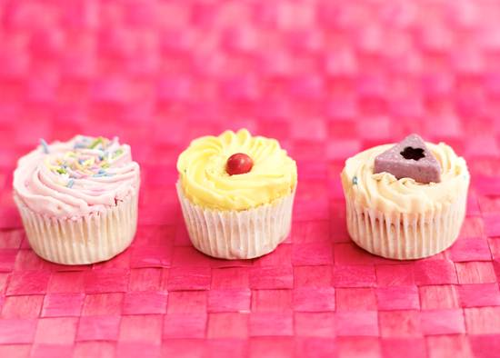 3 cupcakes representing three the three posts of writerly goodness I'm linking to today.
